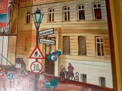 Wandbild in einem Hausflur am Klausenerplatz