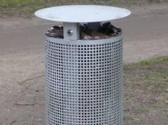 Neue Abfallbehälter im Schloßpark