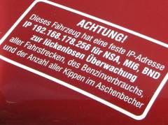 Whistleblower oder Verräter? - Auto am Klausenerplatz in Berlin-Charlottenburg verrät (fast) alles