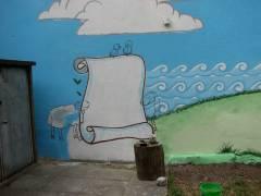 Detail der vorbereiten Wandbemalung zur weiteren Ausgestaltung beim Hoffest