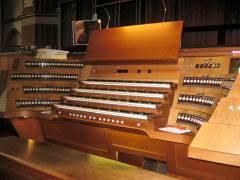 Spieltisch der Orgel in der Auenkirche