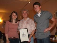 Herr Wenzel mit Herrn Meyers Enkelin Sophie und Enkel Till