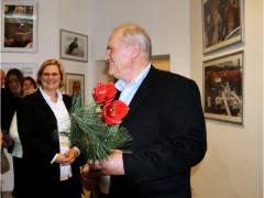 Bezirksbürgermeisterin Angelika Schöttler und Frank Wecker bei der Ausstellungseröffnung