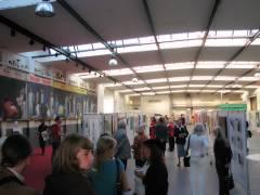 """Ausstellung """"InterNetzWerkSchau download 100"""" in der Autohalle von Opel-Hetzer (Mai 2009)"""