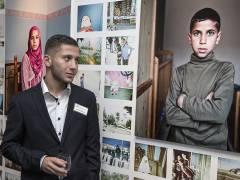 Ahmed betrachtet sein Lieblingsbild © Frank Wecker