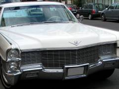 Ein Cadillac in der Wilmersdorfer Stra&szlig;e