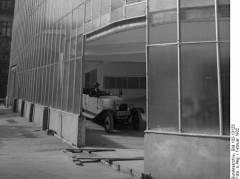 Kant-Garage  - Rückfassade (1932) - Wikipedia / Bundesarchiv, Bild 102-13123 / CC-BY-SA 3.0