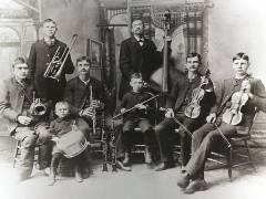 """Die """"Bachband"""" Reinhold Bach, ein Cousin von Johann Sebastian Bach mit seinen sieben Kindern in Rochester, Illinois, USA. - Foto/Quelle Peter Bach"""