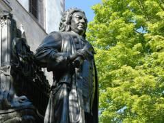 """Das bekannteste Bach Denkmal ist sicherlich das """"Neue Bach Denkmal"""" in Leipzig. Unweit der Nikolaikirche steht auch das erste, das heutige """"Alte Bachdenkmal"""". - Foto/Quelle Peter Bach"""