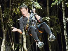 Boris Aljinovic schwebt zur Preisverleihung ein / Foto © Frank Wecker