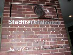Vandalismus an der Stadtteilbibliothek - Foto von gestern Abend