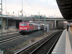 Durchfahrt einer Regionalbahn durch den S-Bahnhof Westend