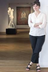 """Dr. Anna Grosskopf, Kuratorin der Ausstellung """"Kuss"""" im Bröhan-Museum / Foto © Frank Wecker"""