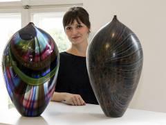 Kuratorin Dr. Anna Grosskopf präsentiert die Sonderschau von Muranoglas im  Bröhan-Museum / Foto © Frank Wecker