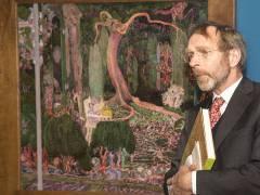 """Kurator Hans Janssen vom Gemeentemuseum in Den Haag vor der Ausstellung """"Jan Toorop. Gesang der Zeiten"""" im Bröhan-Museum / Foto © Frank Wecker"""