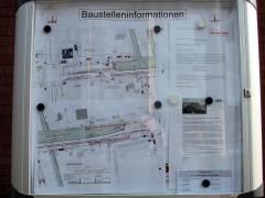 Info-Tafel mit Baustelleninformationen auf der Spandauer-Damm-Brücke