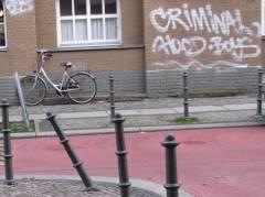 Schon wieder ist ein Poller in der Danckelmannstraße böse eingeknickt