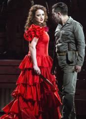 """Clementine Margaine und Charles Castronovo in """"Carmen"""" an der Deutschen Oper / Foto © Frank Wecker"""