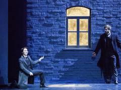 """""""Hoffmanns Erzählungen"""" an der Deutschen Oper - Irene Roberts als Nicklausse mit Daniel Johansson als Hoffmann / Foto © Frank Wecker"""