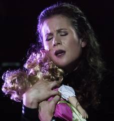 """Susanna Fairairn in """"Wolfsschlucht"""" an der Deutschen Oper / Foto © Frank Wecker"""