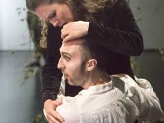 """Susanna Fairairn und Andrew Dickinson in """"Wolfsschlucht"""" an der Deutschen Oper / Foto © Frank Wecker"""