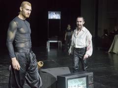 """Florian Spiess und Andrew Dickinson in """"Wolfsschlucht"""" an der Deutschen Oper / Foto © Frank Wecker"""