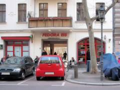 Eiscafé Fedora jetzt auf beiden Seiten vom Ziegenhof-Eingang