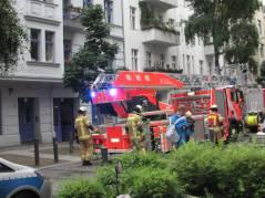 Erneuter Feuerwehreinsatz in der Nehringstraße in einer Woche (der erste Einsatz war nach einem Blitzeinschlag)