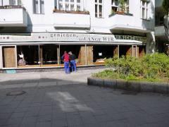 Vorbereitungen für Filmaufnahmen in den früheren Ladenräumen der Schuhmacherei Ebert (Ende April 2015)