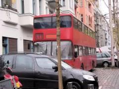 Filmaufnahmen in der Nehringstraße - Aufenthalts-Bus vor dem Mieterclub in der Neuen Christstraße