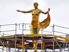 Sanierungsarbeiten am Schloß Charlottenburg - Fortuna-Skulptur auf der Turmkuppel