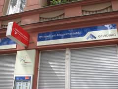 Forum Klausenerplatz - neues Schild am Kundenservice-Büro der GEWOBAG in der Nehringstraße 2