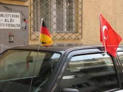 """""""Beflaggung"""" in der Neufertstraße"""