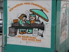 Kartoffelhändler auf dem Wochenmarkt Klausenerplatz