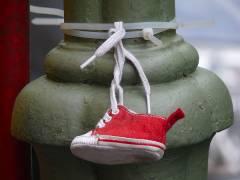 Schuh am Kiezer Laternenpfahl