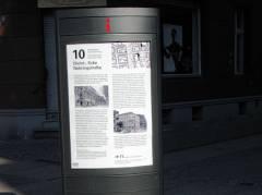 Info-Stele Nehring-/Christstraße - Abbildungen vom Museum Charlottenburg-Wilmersdorf