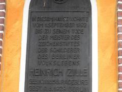 Gedenk-Bronzetafel am Haus Sophie-Charlotten-Straße 88