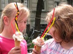 Eis aus dem Kiez schmeckt immer - so oder so...