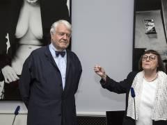 June Newton stellt Manfred Heiting als neuen Leiter der Helmut-Newton-Stiftung vor. / Foto © Frank Wecker