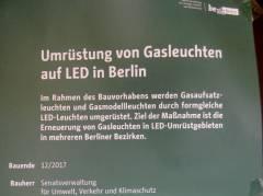 """Umrüstung von Gasleuchten auf LED - Aushänge der """"Arbeitsgemeinschaft 'Neues Licht für Berlin'"""""""