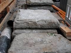"""Berliner Schweinebäuche"" - Gehweg-Granitplatten im Kiez"