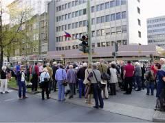 Enthüllung der Gedenktafel an der Kreuzung Uhlandstraße/Berliner Straße am 24. April 2015