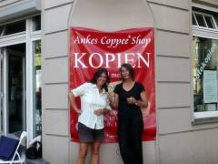 """Ankes Coppee Shop"" - Anke und Erika (re.) beim Interview"