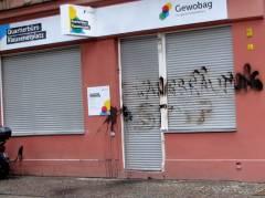 Beschädigtes GEWOBAG-Quartiersbüro in der Nehringstraße