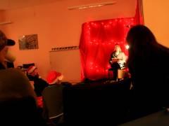 Frau Nowak-Janshen von der Geschäftsstelle Charlottenburg liest