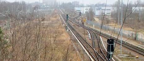 Blick von der Spandauer-Damm-Brücke auf die Gleisanlagen der Ringbahn
