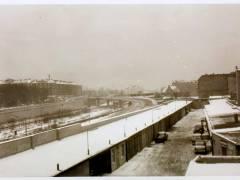 Blick aus Knobelsdorffstraße 60 auf den hinteren Teil der Großgaragen, etwa Winter 1963/64 - Foto Detlev Lubjahn