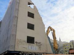 Abriß des Gebäudes von Berliner Straße 137 (Uhlandstraße 103) im November 2015 / Foto H. Jost