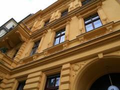 Hausfassade in der Schloßstraße / laut Landesdenkmalliste Baudenkmal - Mietshaus, 1882-83 von Hermann Keim