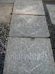 """Protest """"Rettet unsere Hebammen"""" am Klausenerplatz"""